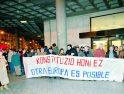 Cien personas se concentraron frente a autobuses para pedir el 'no' al Tratado