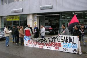 CGT se concentra frente a concesionarios de Seat por todo el Estado para exigir la readmisión de los despedidos en el ERE del 2005