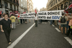Madrid: segunda concentración de trabajadores de BBVA ante el edificio de Alcalá, 16