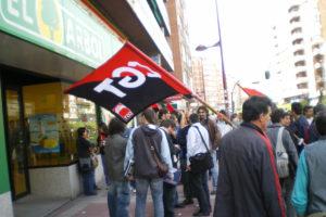 Sesenta personas se concentran en Valladolid convocadas por CGT contra la represión en «El Arbol»