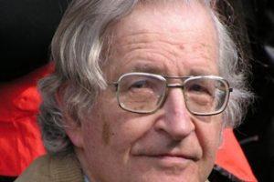Entrevista a Noam Chomsky: «Libia y las crisis que se avecinan»