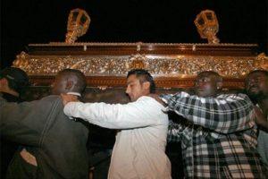 Melilla recluta a 'sin papeles' en Semana Santa como costaleros