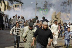 Fuerzas de Gaddafi atacan a los rebeldes en medio de ofensiva liderada por Estados Unidos