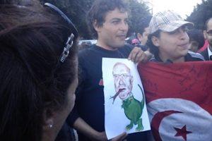 CRÓNICAS DESDE TÚNEZ (1) La calle lo tiene claro: la revolución acaba de empezar