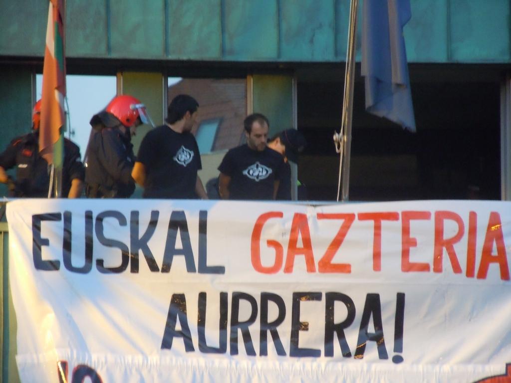 Ante la detención de tres jóvenes de Barakaldo