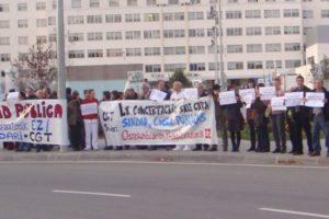 Concentración contra privatización de sanidad y cocinas en Iruña