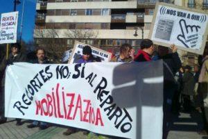 Concentración en Iruña contra los recortes sociales