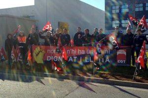 Los trabajadores de Benteler Jit de Almussafes protestan por el despido de 13 compañeros