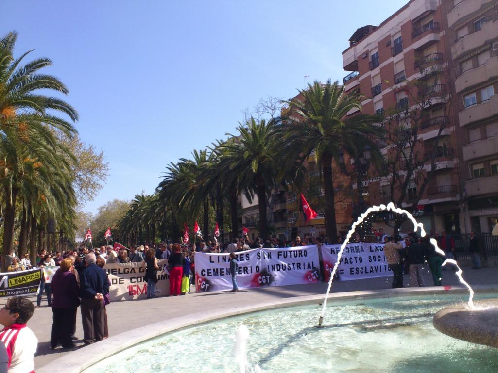 Concentración 15M Y CGT Linares en la huelga general