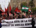 La columna roja y negra toma las calles de Sevilla