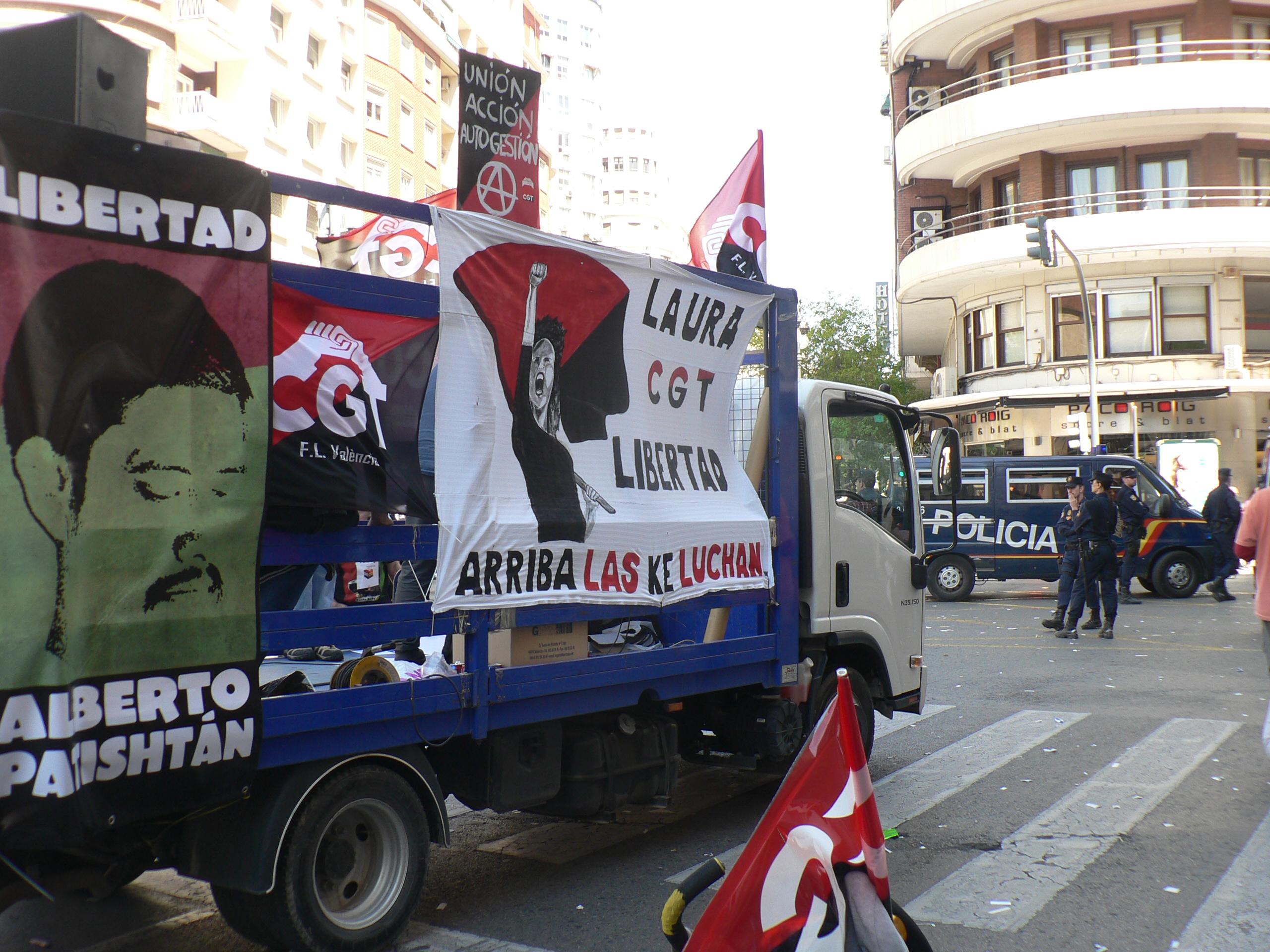4.000 personas en Valencia contra los recortes y por la libertad de Laura y Patishtán