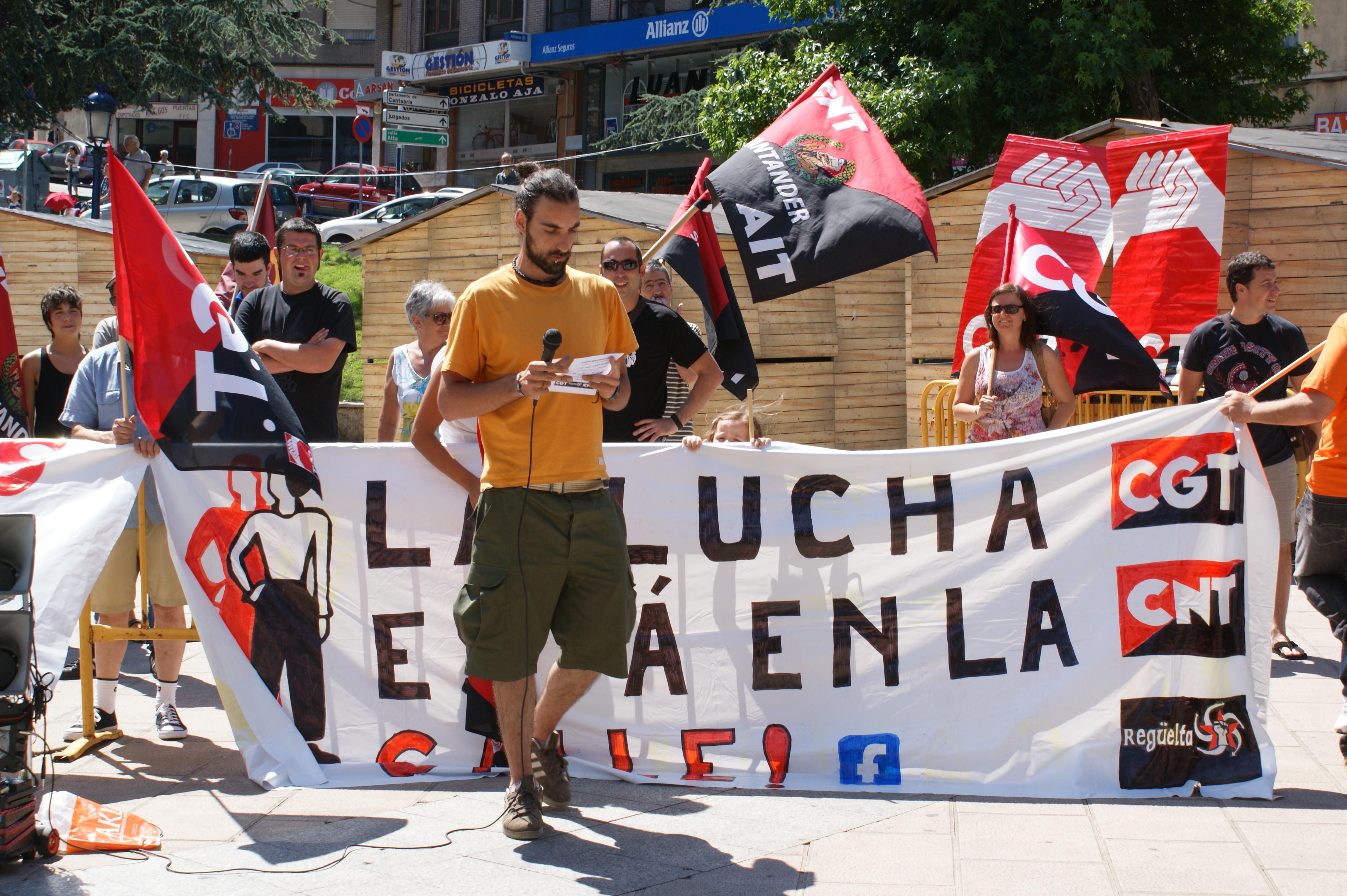 Concentración en Santander de la plataforma «La lucha está en la calle»