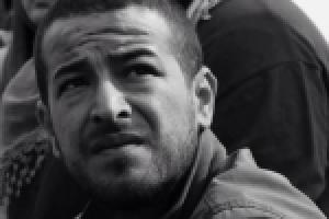 La represión contra los movimientos sociales aumenta en Túnez: detención del bloguero Azyz Amami