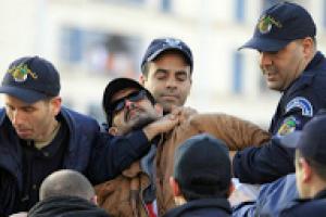 El compañero Yacine Zaid, de la LADDH, condenado a 6 meses de prisión, en Argelia