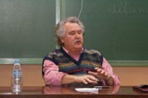"""Entrevista a Rafael Cid, escritor y periodista: """"La democracia o es directa, o no es democracia"""""""