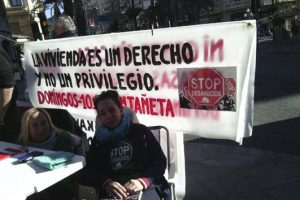 CGT llama a solidarizarse con los desahuciados Paco y Sonia apoyando la acampada en Alicante ante el BBVA del Mercado Central