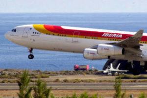 La plantilla de Iberia en el Aeropuerto de Gando se pone en huelga