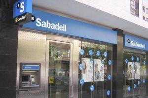 La nueva oleada de cierres de oficinas del Banco Sabadell se concentra en Alicante y Barcelona