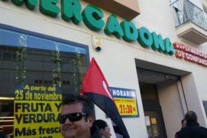 La Coordinadora contra la precariedad, compuesta por CGT, IU y Podemos, organizan mañana «el día sin compras en Mercadona»