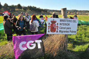 CGT ocupa los terrenos de Botafuegos donde el Gobierno proyecta construir un CIE