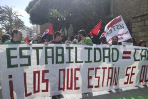 Más de 100 personas docentes interinas del Campo de Gibraltar se concentraron en Cádiz