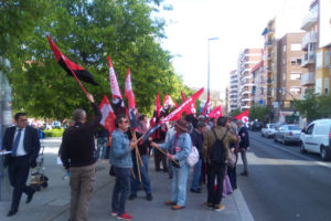 La CGT protesta por la política laboral del Banco Sabadell en su Junta de Accionistas en Alicante