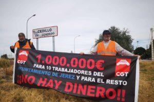 Ismael y Luis (CGT) llegan a Madrid para presentar a Pedro Sánchez (PSOE) un dossier sobre las políticas laborales de la alcaldesa de Jerez de la Frontera