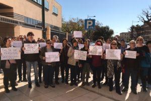 [Fotos] Movilización en defensa de la biblioteca pública Rafalafena de Castelló