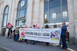 Concentración CGT Valladolid en Renfe