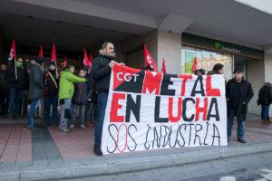 Concentración en defensa de la industria en Valladolid y la dignidad en los puestos de trabajo