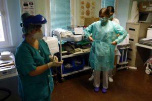 La presión asistencial en los centros sanitarios debe descender de forma inmediata