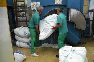 Se confirma la externalización del servicio de lavado de ropa sanitaria en Huesca y Barbastro