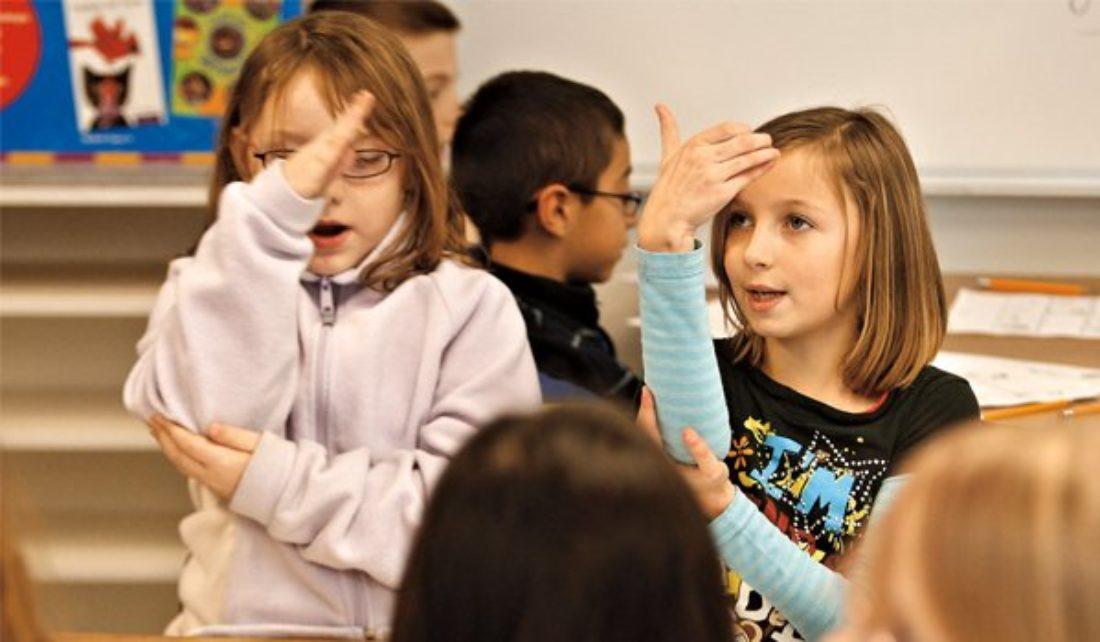 La Consejería de Educación abandona a la comunidad sorda
