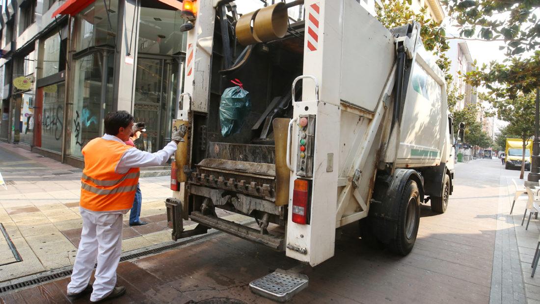 La presión sindical y social obliga a rectificar a FCC Limpieza en Ponferrada
