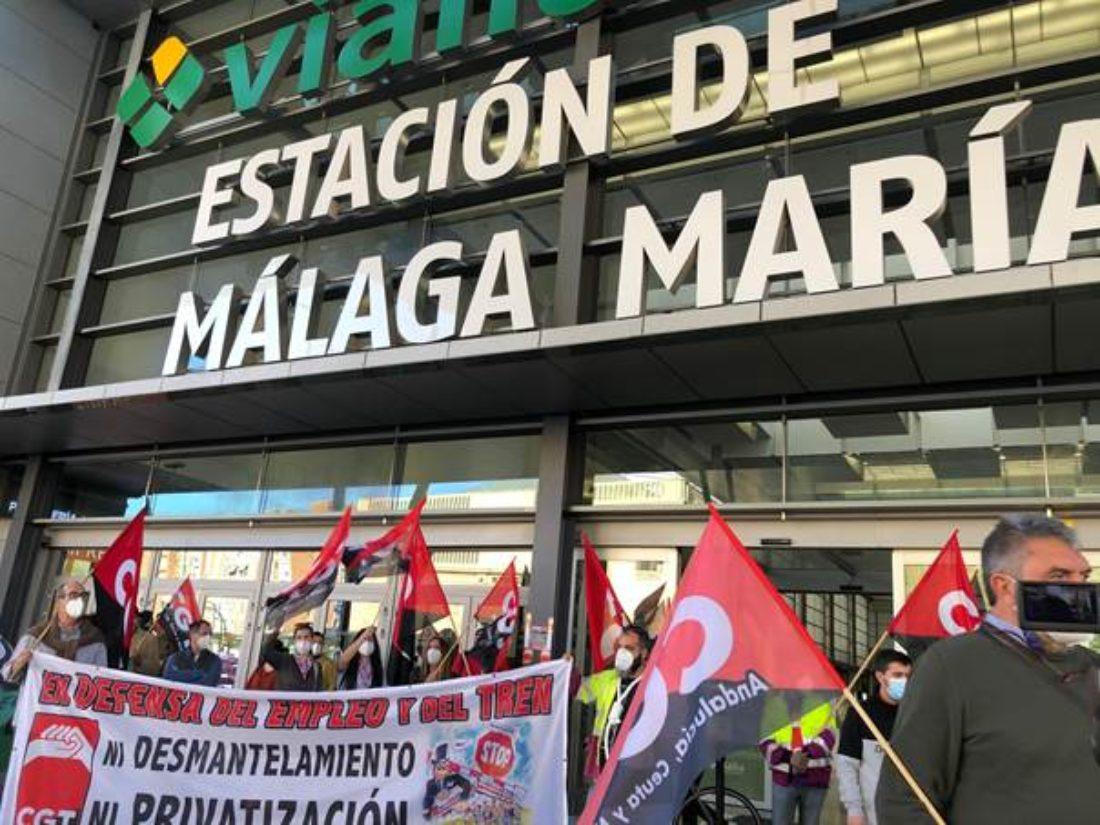 Colectivos sociales, ecologistas y CGT se concentran en la estación de Málaga María Zambrano contra el desmantelamiento del ferrocarril público