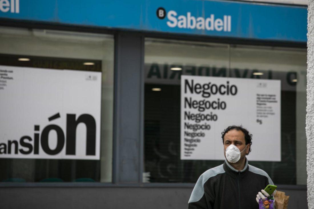 El robo de la banca a las personas más débiles económicamente