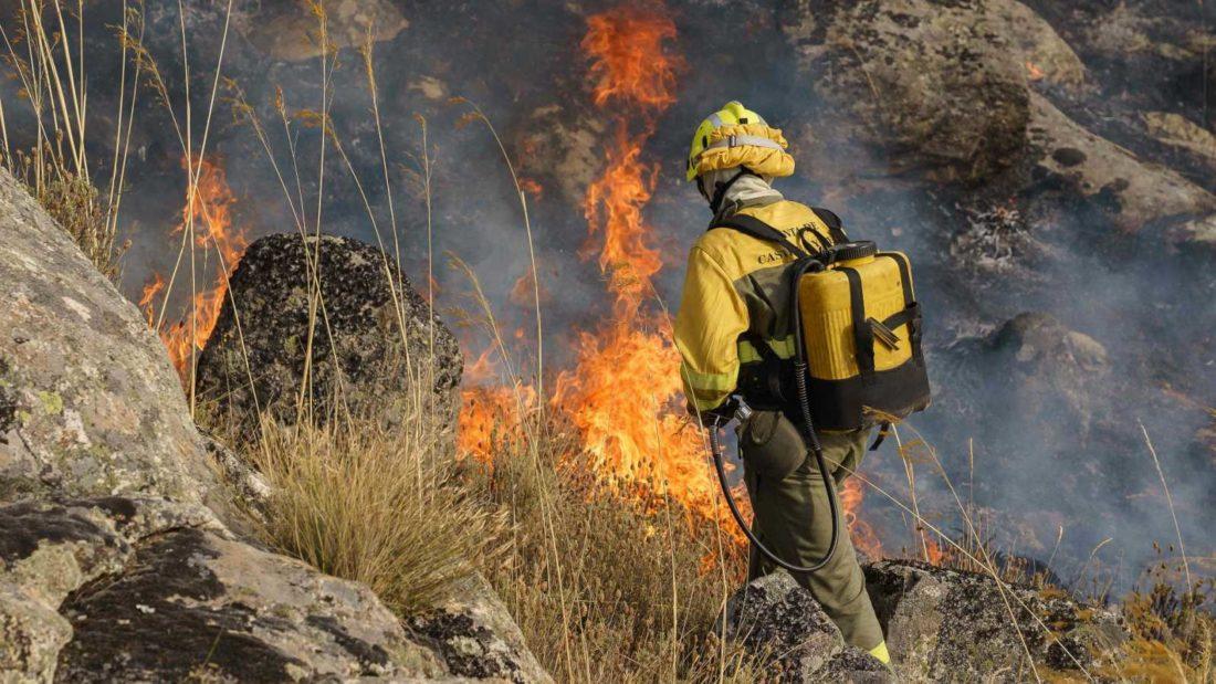 CGT denuncia que las consecuencias del incendio forestal de Navalacruz se deben a la falta de inversión en prevención por parte de la Consejería de Fomento y Medio Ambiente