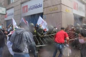 Chile: Reprimen y detienen a dirigentes de la ANEF